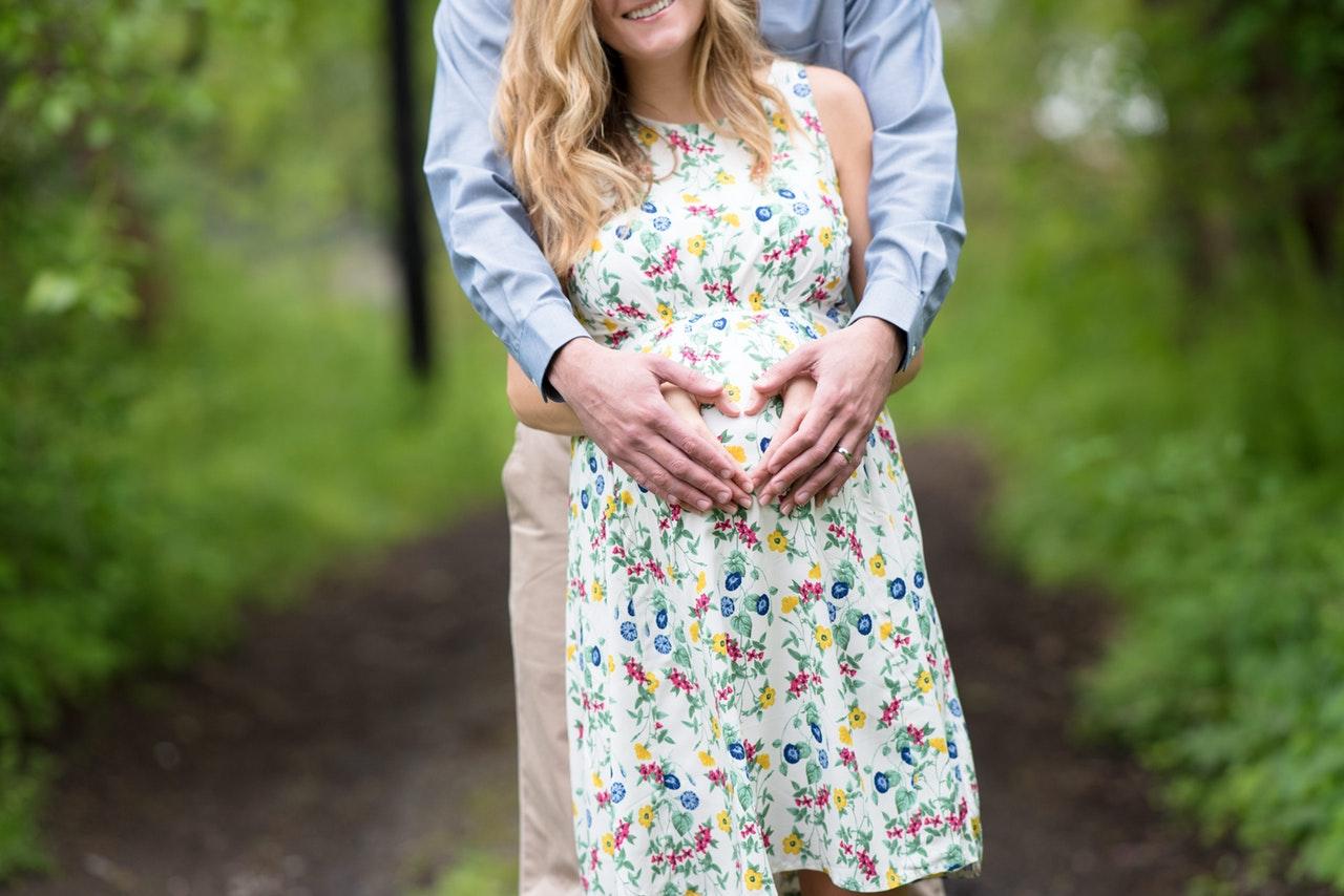 03aae808587ec0 Odzież ciążowa nie musi być nudna! Sprawdź jak wyglądać modnie. - Blog