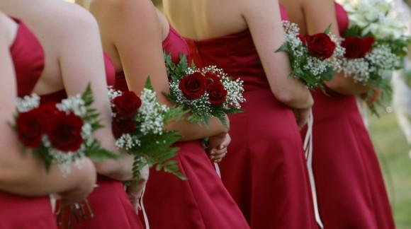 Jak wybrać odpowiednią sukienkę na weselę?