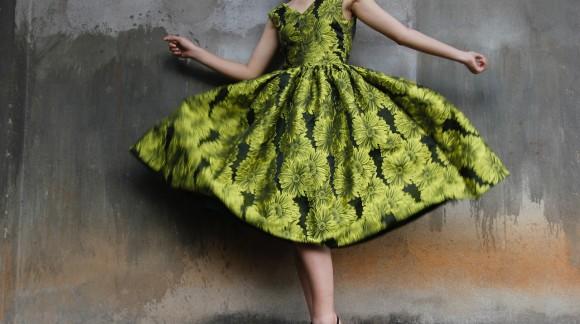 Zwiewne i modne - długie sukienki na lato